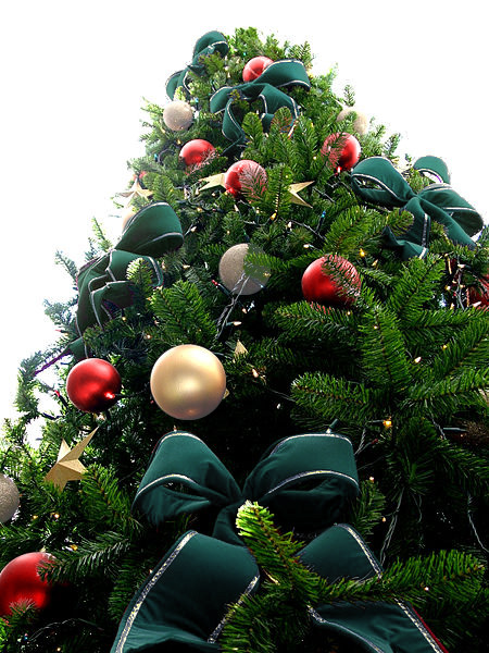 Green Bead Christmas Tree with Red & White Ornaments