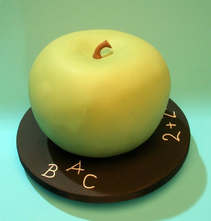 An Apple for Teacher cake
