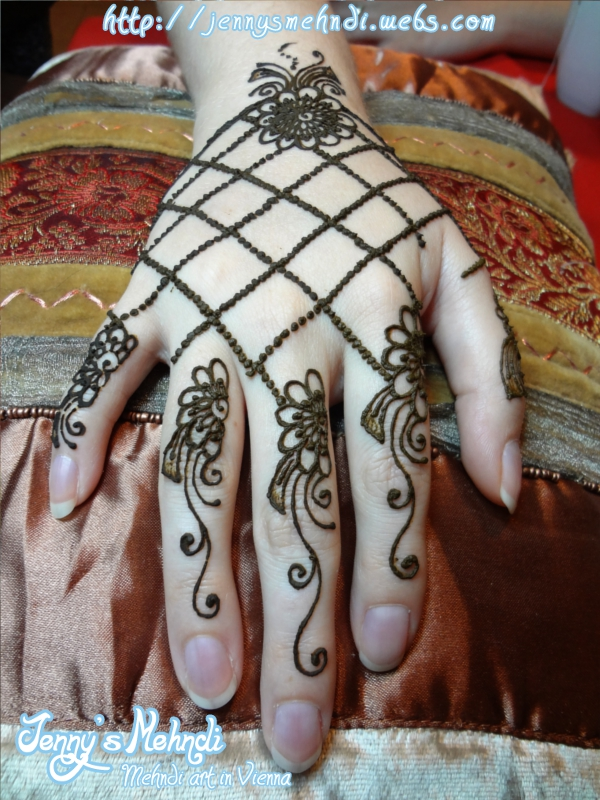 Latest Cute Pakistani Mehndi Design