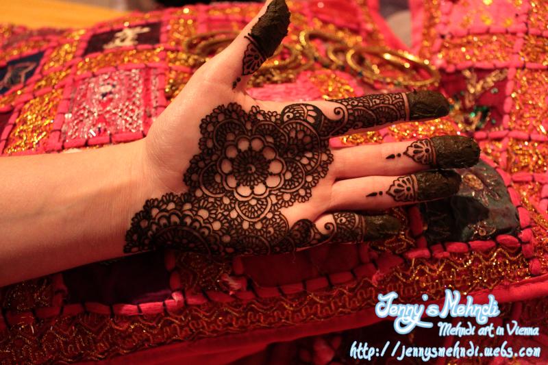 Latest Henna Design for hands