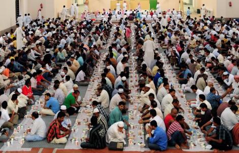 Muslim In Saudi Arabia Breaking Fast Ramadan