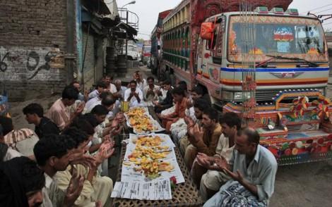 Pakistani Truck Drivers At Ramdan Iftar