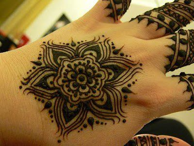 back hand mehndi design