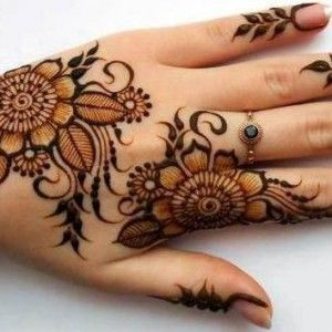 flower mehndi pattern on hands