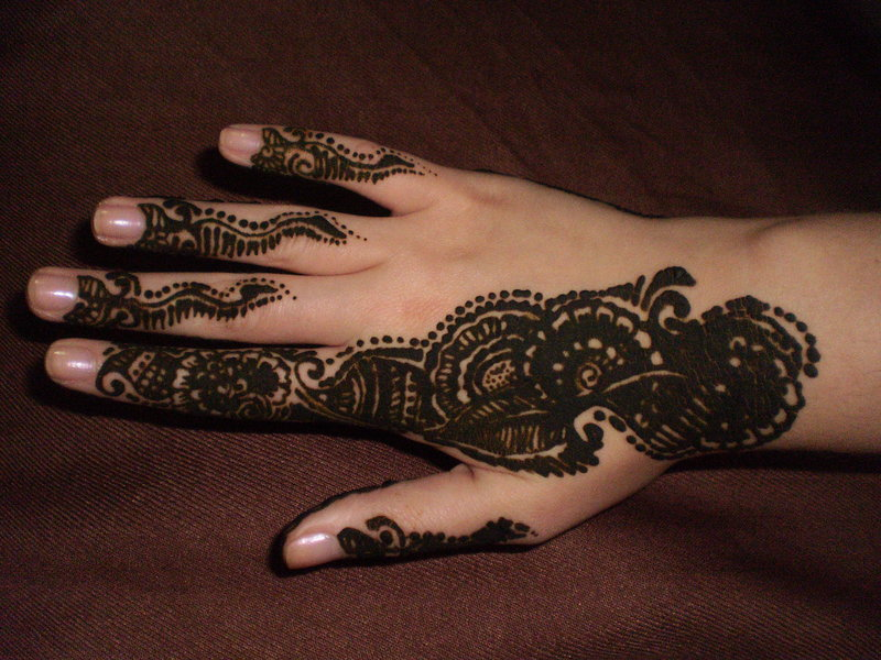 gorgeous mehndi design for hands