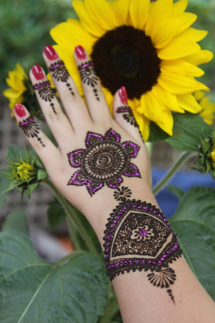 mehndi art for hands