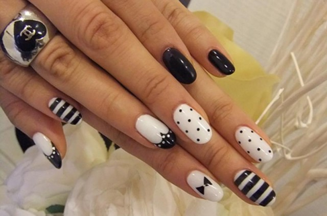 11 black and white nails designs