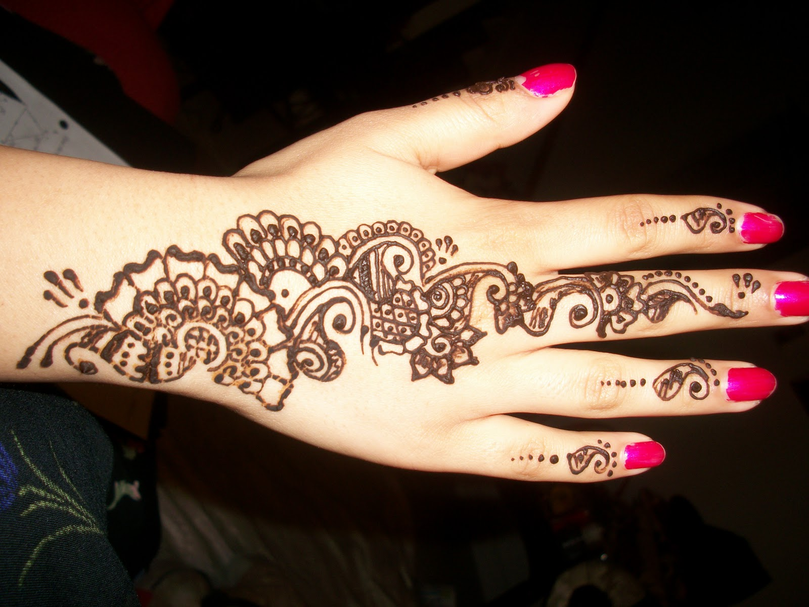 easy henna design on hands
