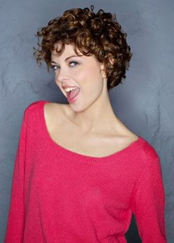 short curly hairstyles for modern women