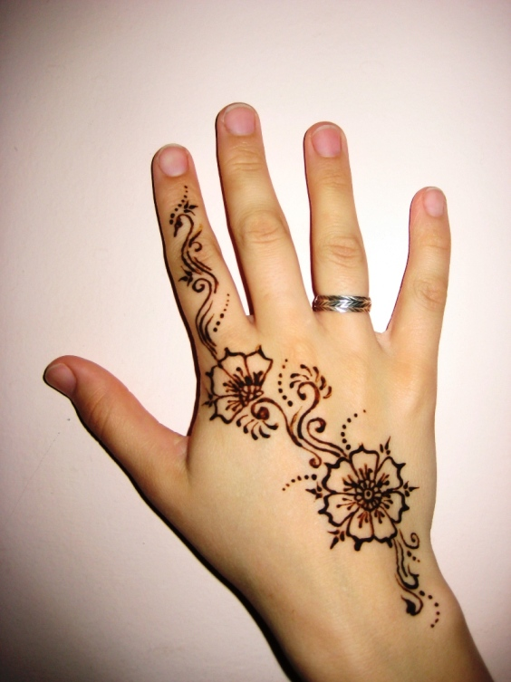 Simple mehendi with flowers
