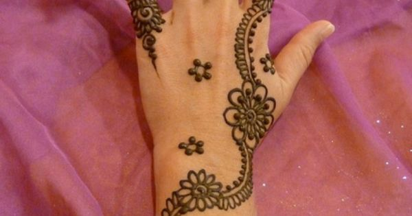 beautiful floral henna design for hands