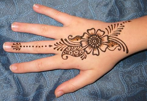 easy and simple mehndi on hands