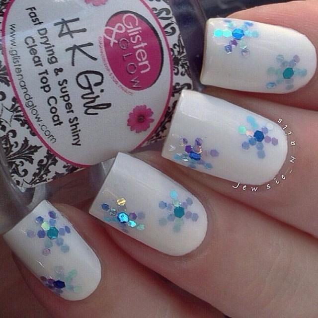 glitter snowflakes nail art
