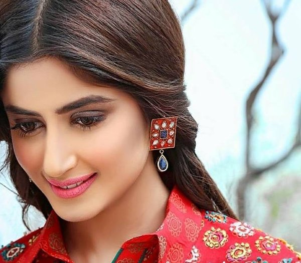 10-famous-beautiful-pakistani-actress-Sajal-Ali