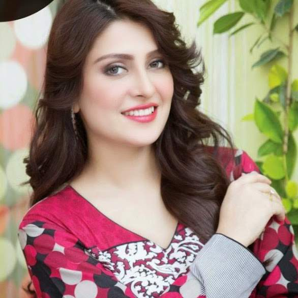 5-famous-beautiful-pakistani-actress-Aiza-Khan