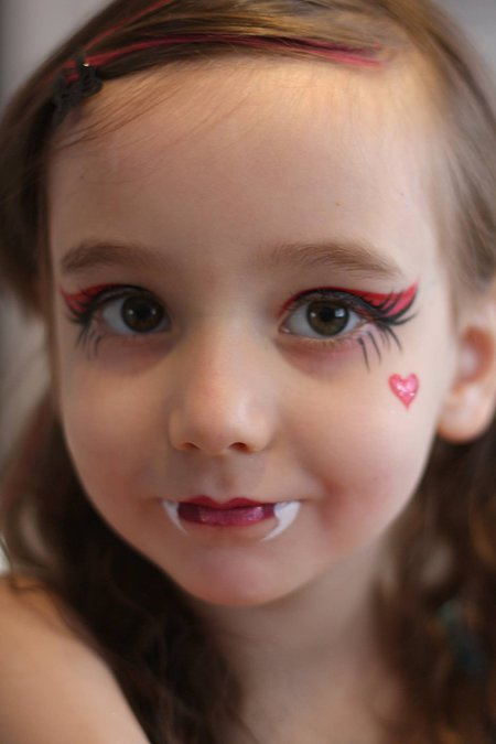 cute-dracula-girl-face-paint
