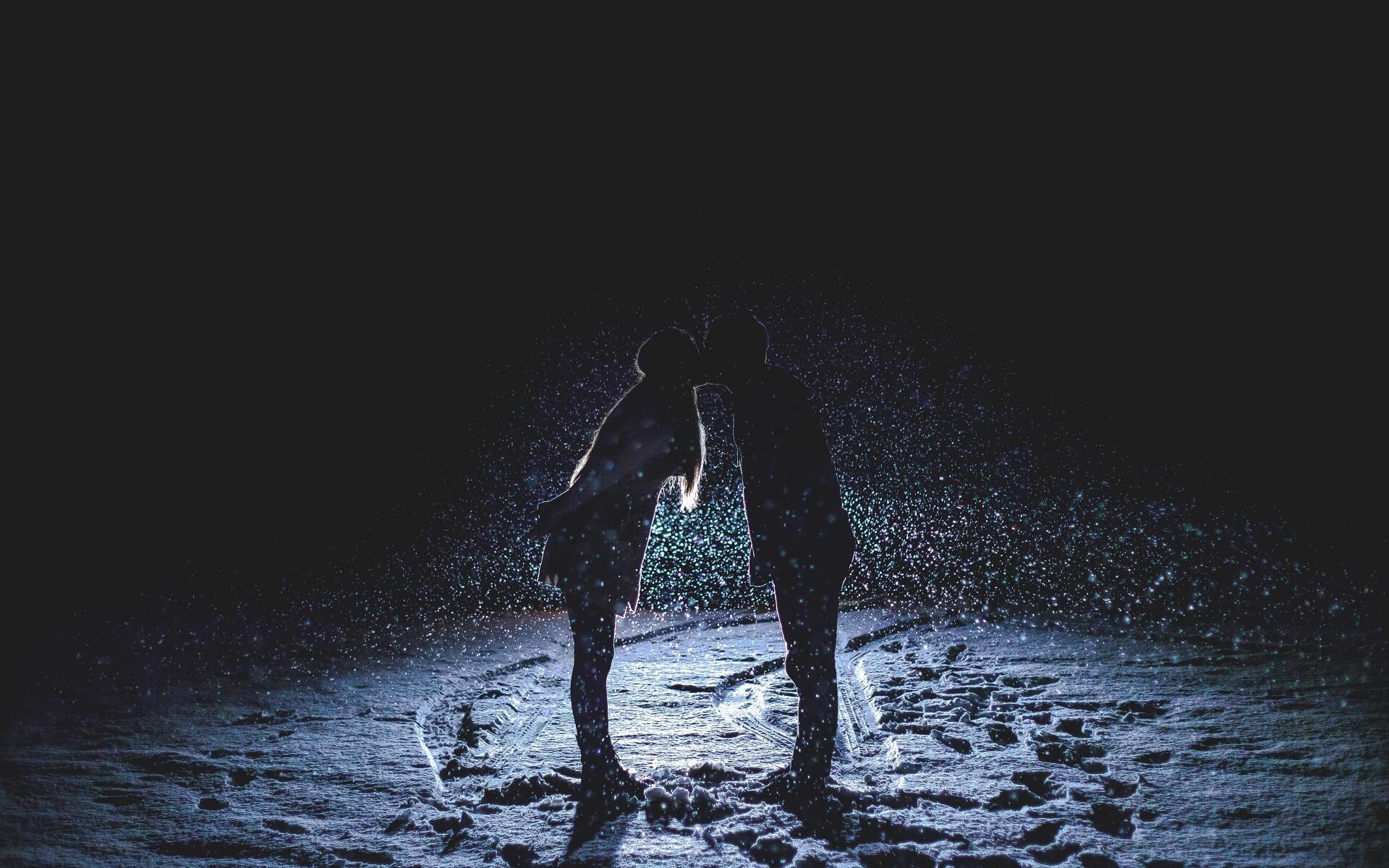 snow night kiss