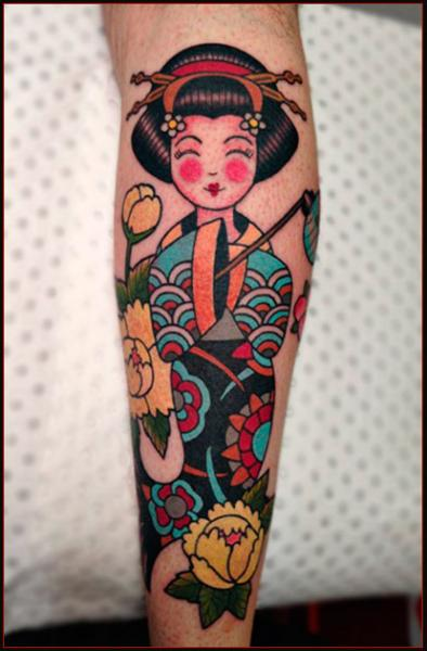 Smiling Geisha tattoo on legs