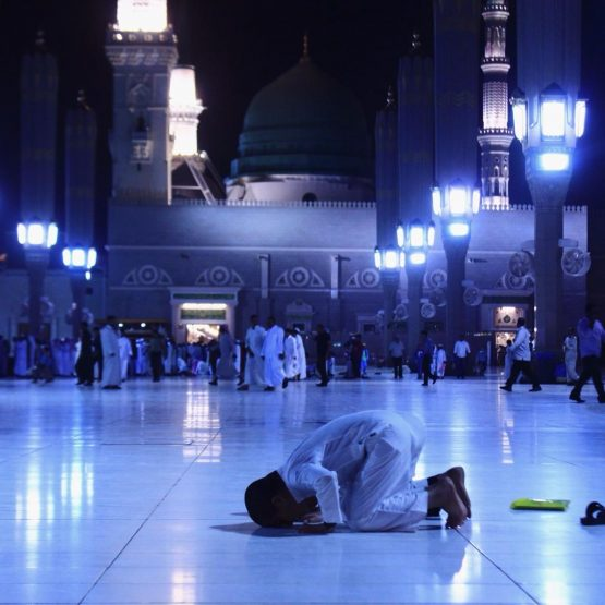 a kid doing namaz sajda in mosque