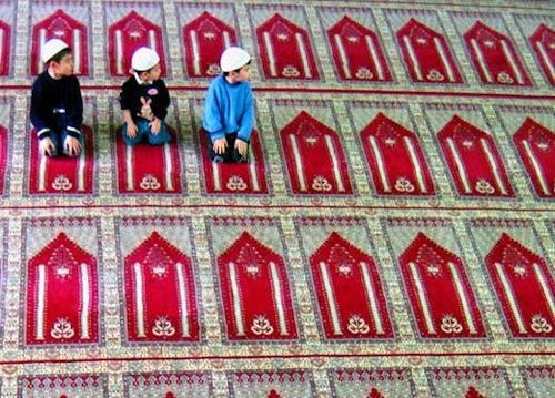 muslim kids prayer photo