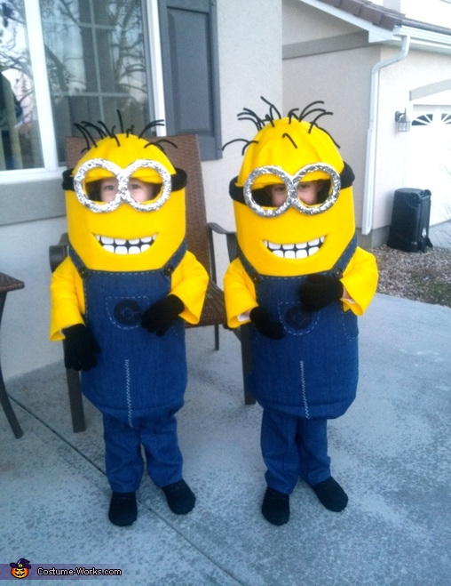 Guess me twin minions costumes