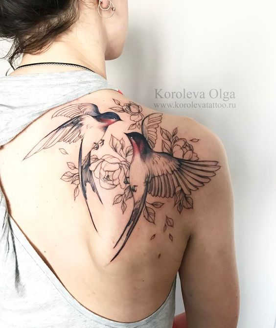 detailed birds print with flowers tattoo on back shoulder for women