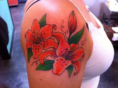 beautiful tiger lily tattoos on right shoulder
