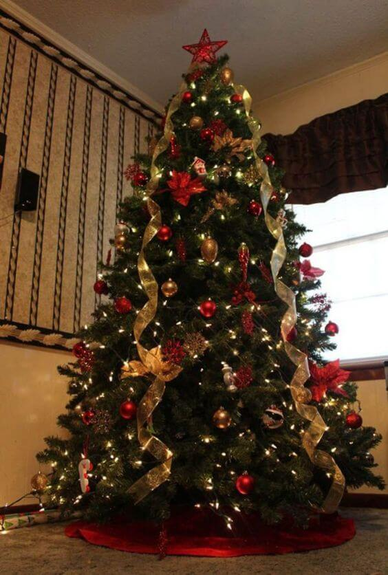 red green gold Christmas tree decorations