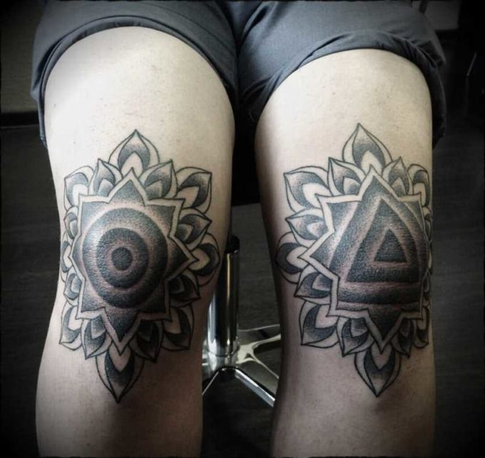 geometic tattoo design ideas for knee