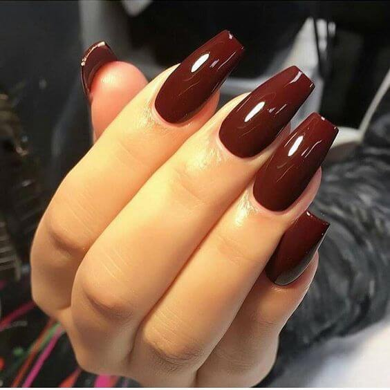 wine-colored acrylic nails