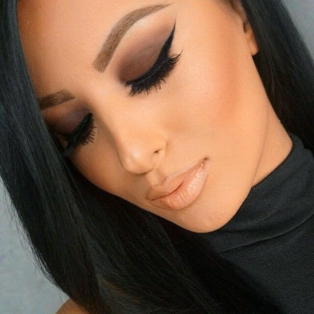 black eye makeup with black outfit