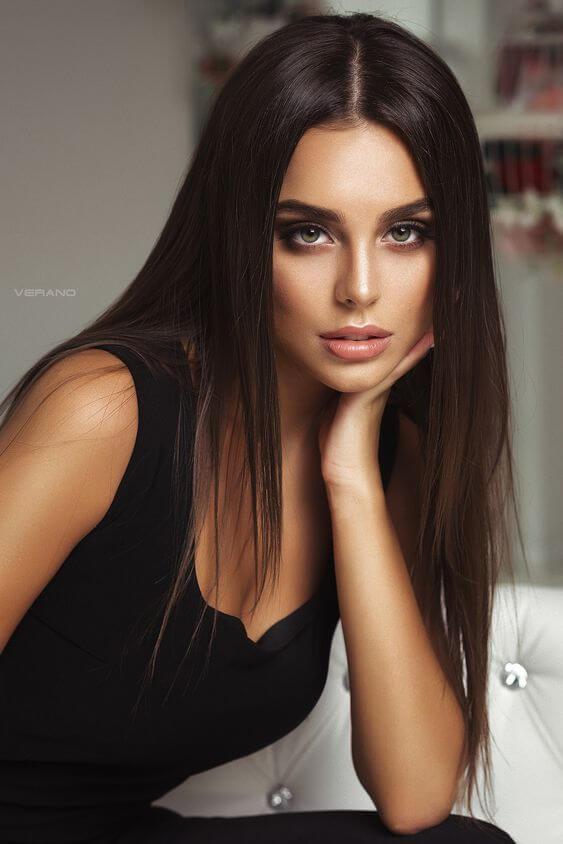 makeup idea for black dress