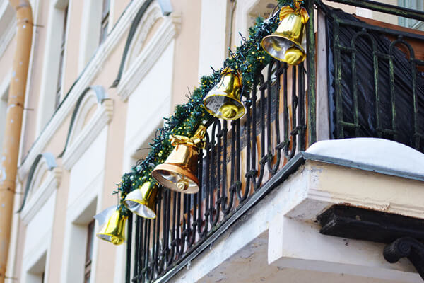 christmas jingle bells decoration ideas for balcony