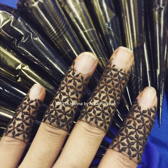 ring finger mehndi designs