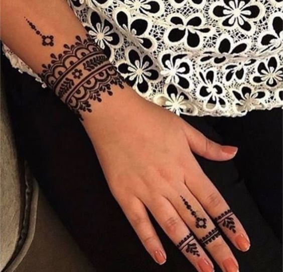 attractive bracelet mehndi design