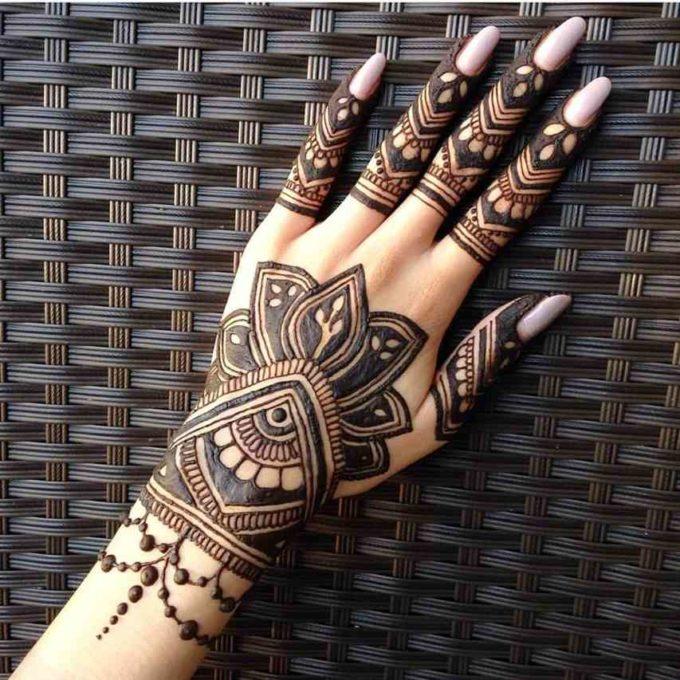 beautiful arabic jewelry bracelet mehndi design
