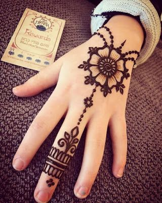 easy and simple floral bracelet mehndi design