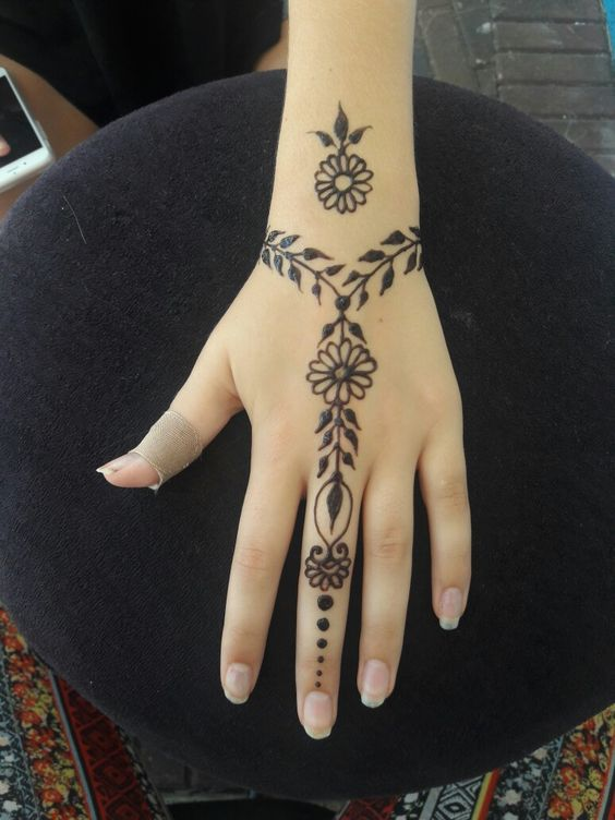 easy simple flower bracelet mehndi design