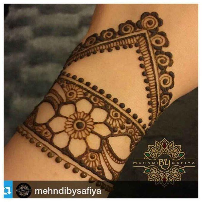 flower henna bracelet design