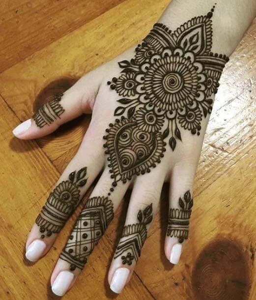 latest attractive bracelet mehndi design