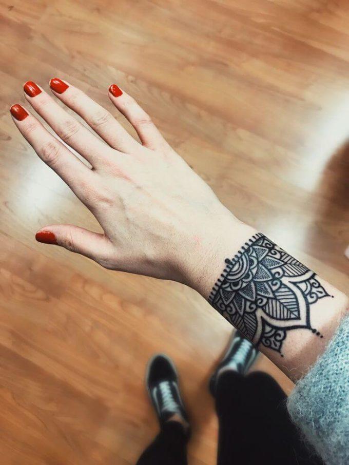 mandala henna bracelet design
