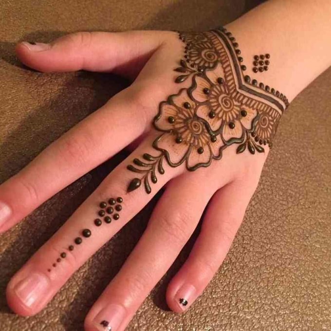 simple flower bracelet mehndi design
