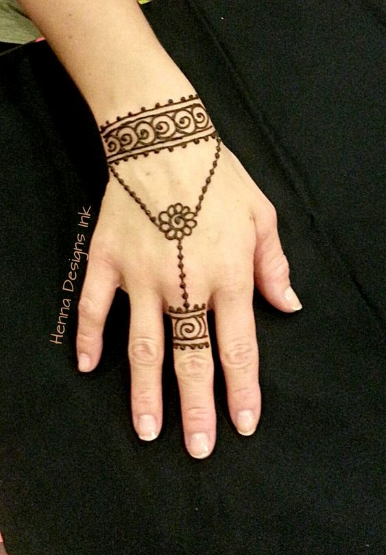 simple jewellery bracelet mehndi design