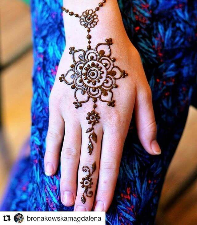 simple ring chain bracelet flower mehndi design