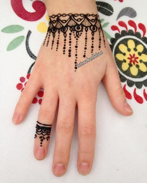 simple stylish bracelet mehndi design