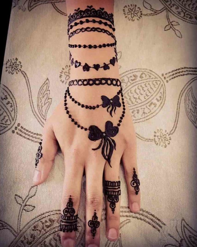simple valentines day bracelet mehndi design