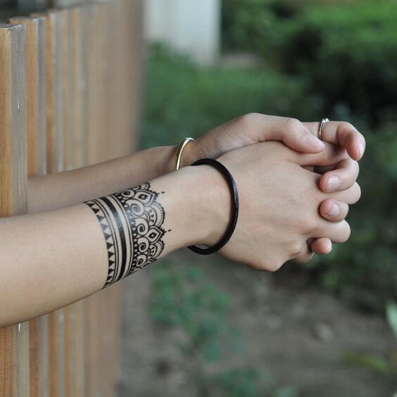 stylish henna bracelet tattoo design