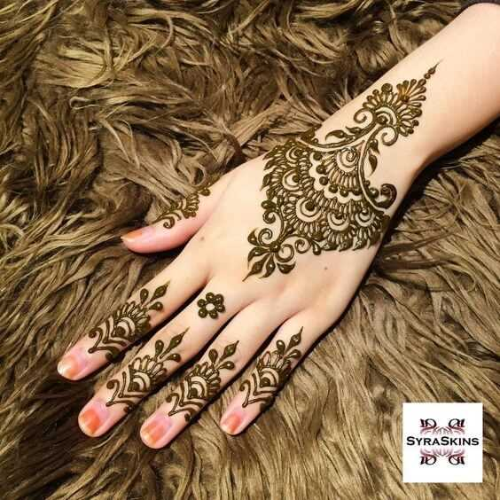 stylish motif bracelet mehndi design