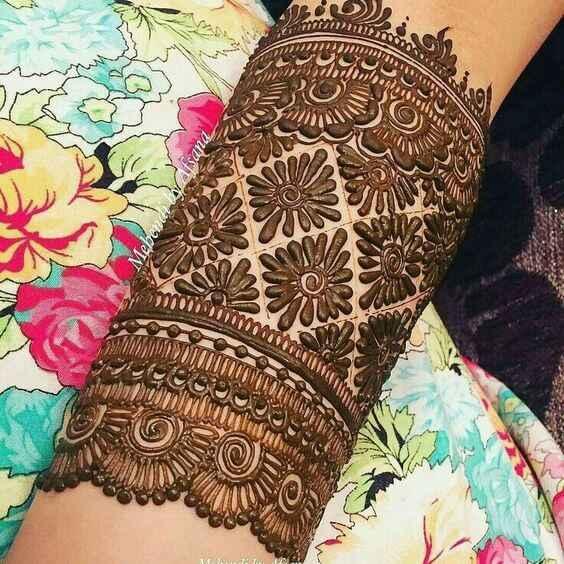 swirl bracelet mehndi design