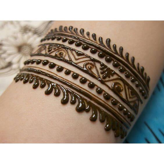 swirls bracelet henna pattern design